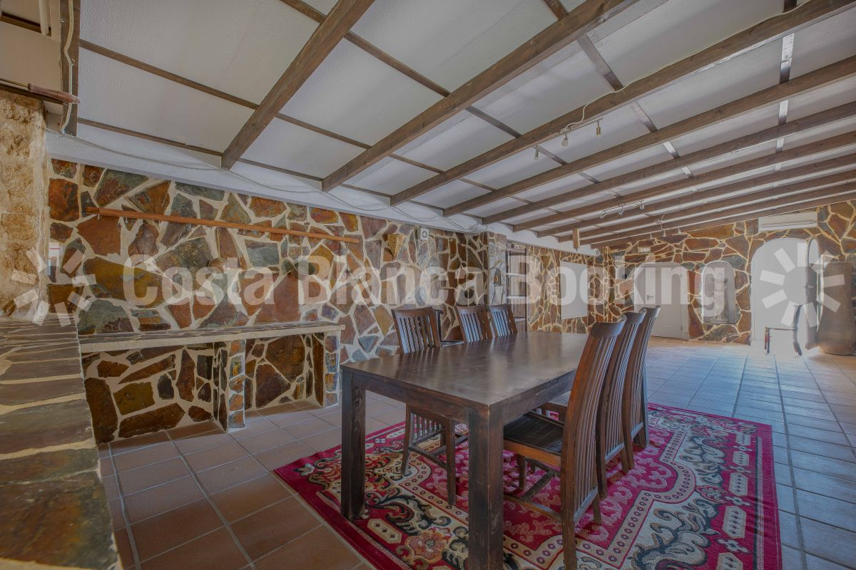 VILLA IN THE CENTRE OF ALBIR WITH ROOF TERRACE