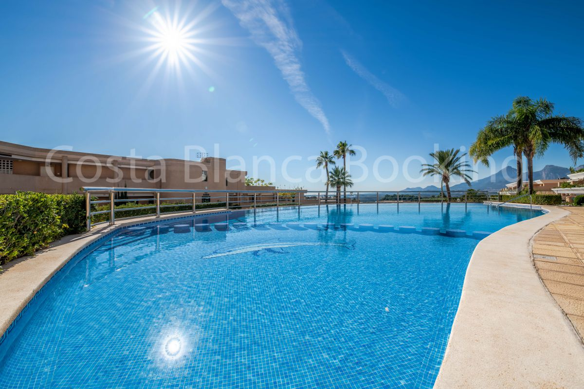 MODERN APARTMENT NEAR THE GOLF COURSE IN ALTEA