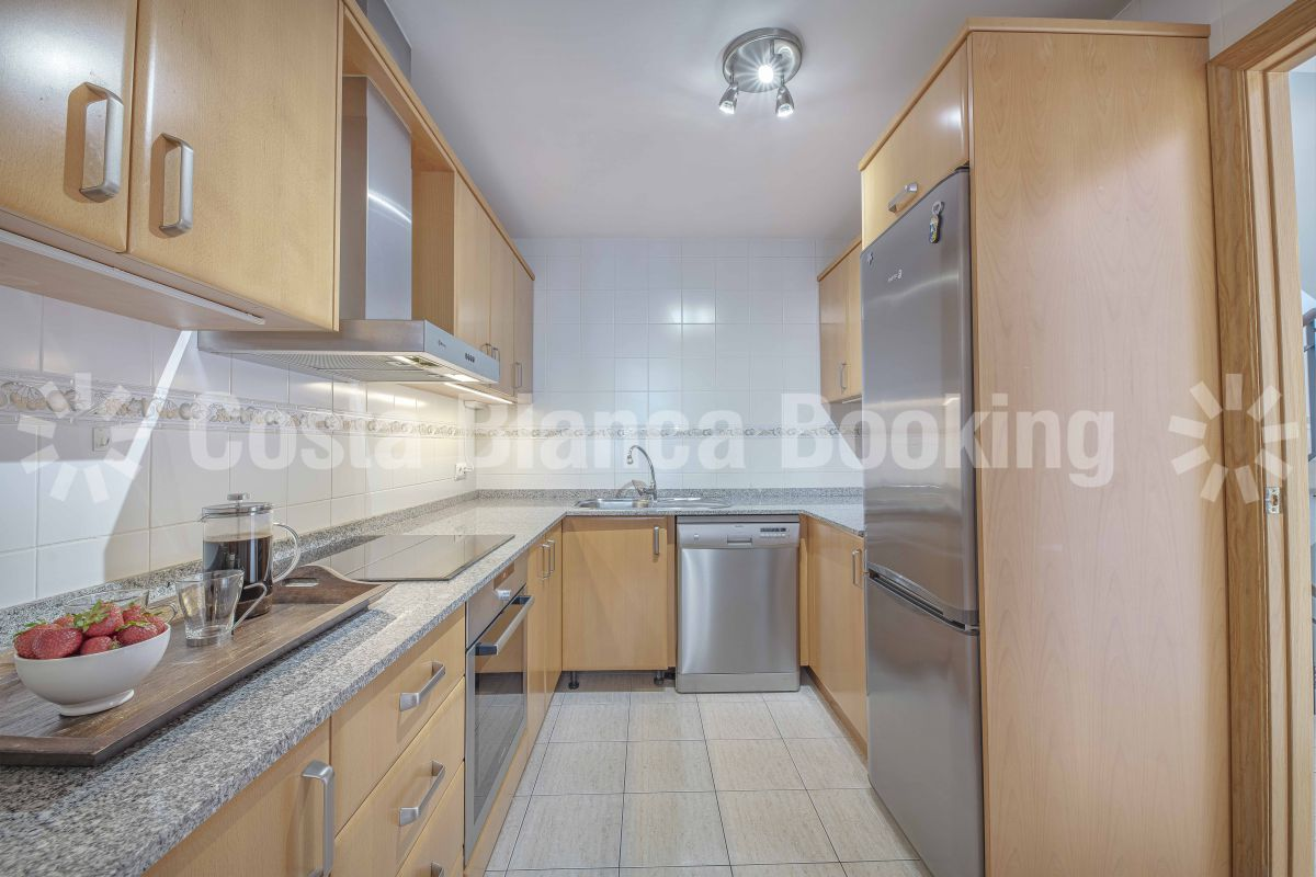 SPACIOUS BUNGALOW WITH DIRECT ACCESS TO POOL