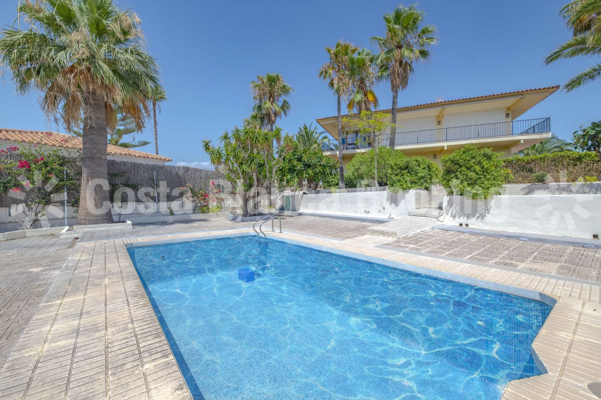 GREAT VILLA WITH SEA VIEWS IN A QUIET AREA