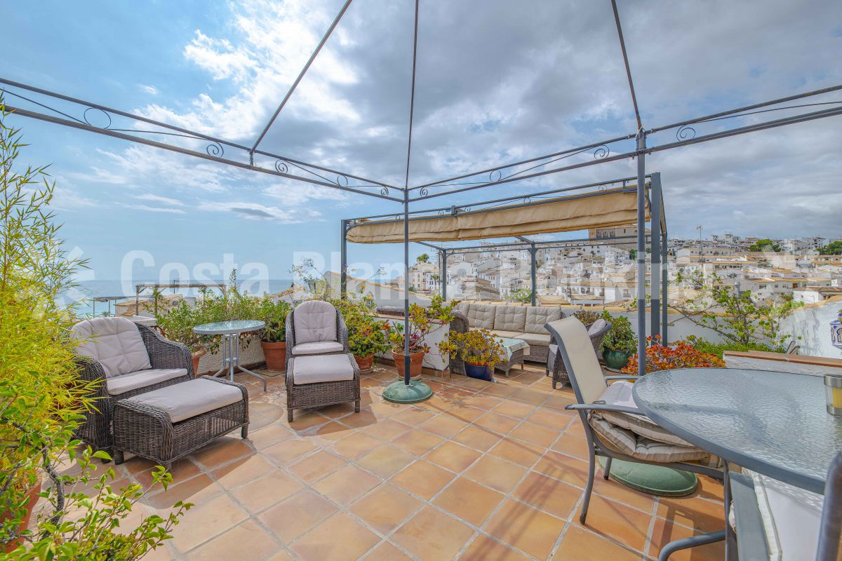 FANTASTIC TRADITIONAL TOWHOUSE WITH A GREAT SOLARIUM IN  ALTEA