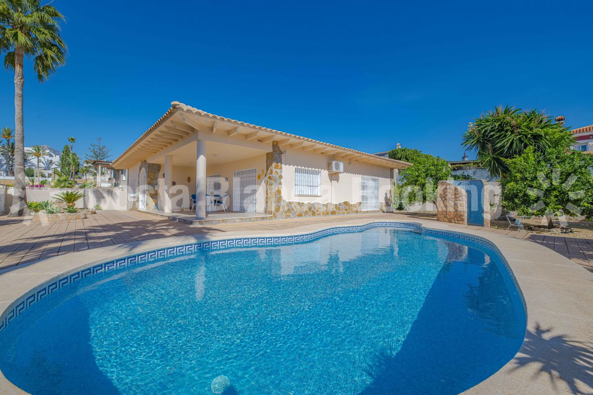 BEAUTIFUL VILLA CLOSE TO ALFAZ AND ALBIR