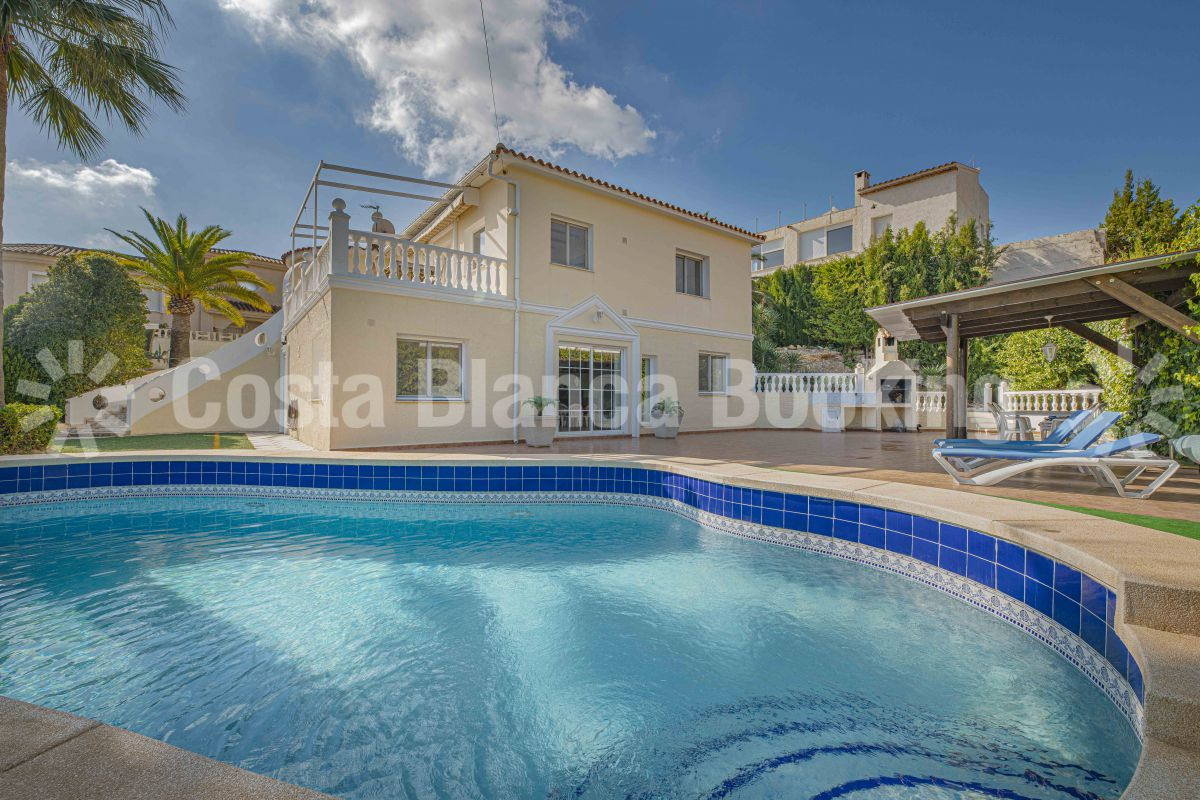 SPACIOUS VILLA IN ALFAZ