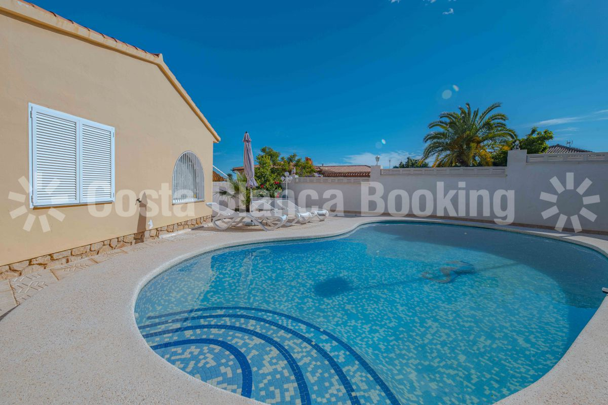 SPACIOUS VILLA WITH PRIVATE POOL