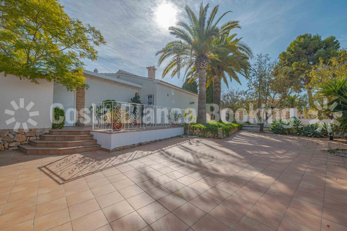 FANTASTIC VILLA LOCATED IN ONE OF ALBIRS NICEST AREAS