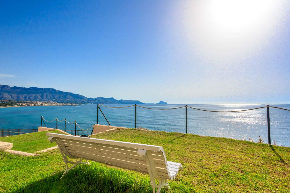 FANTASTIC VILLAS WITH PANORAMA VIEWS TO THE SEA