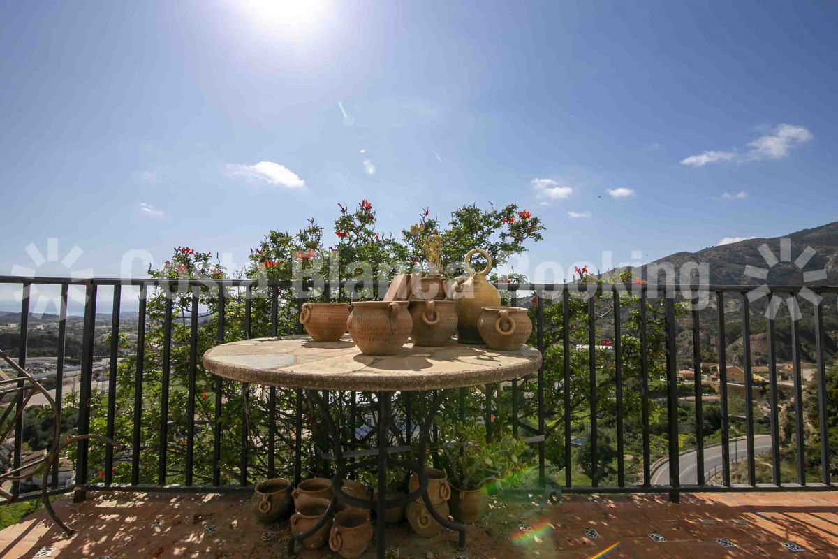BEAUTIFUL TOWNHOUSE WITH PANORAMIC VIEWS