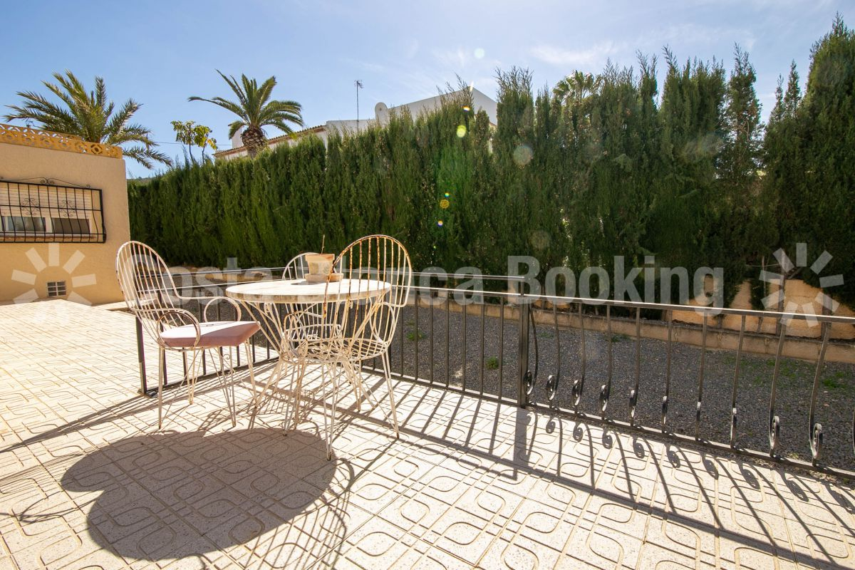 INDEPENDENT VILLA VERY CLOSE FROM THE CENTER AND THE BEACH OF ALBIR