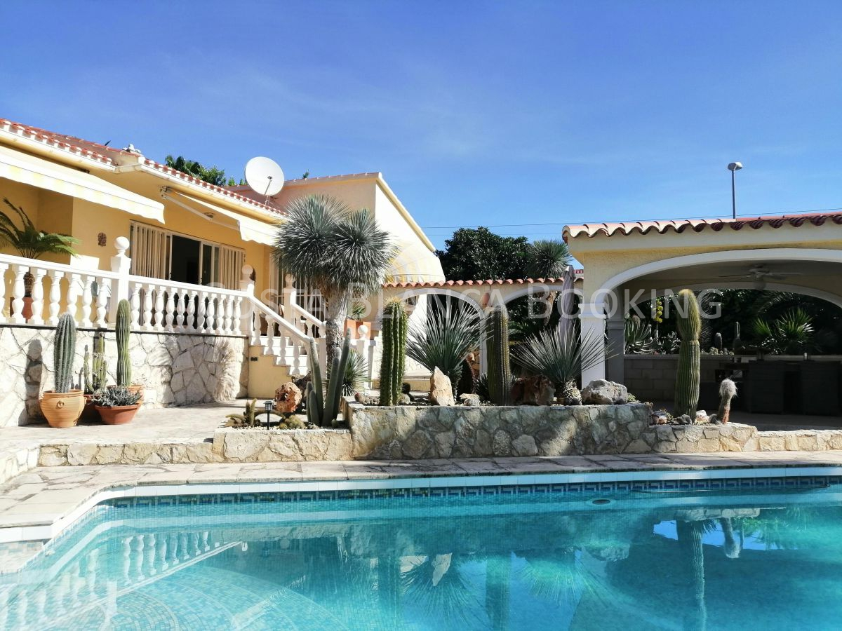 Beautiful single-storey villa in a quiet luxury residential area