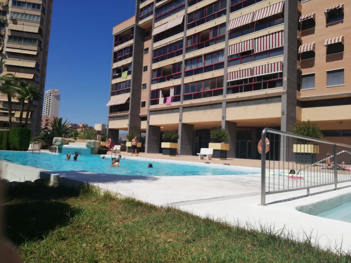LOVELY AND SUNNY 2-BEDROOM APARTMENT IN A NICE COMPLEX BASED IN LA CALA BENIDORM