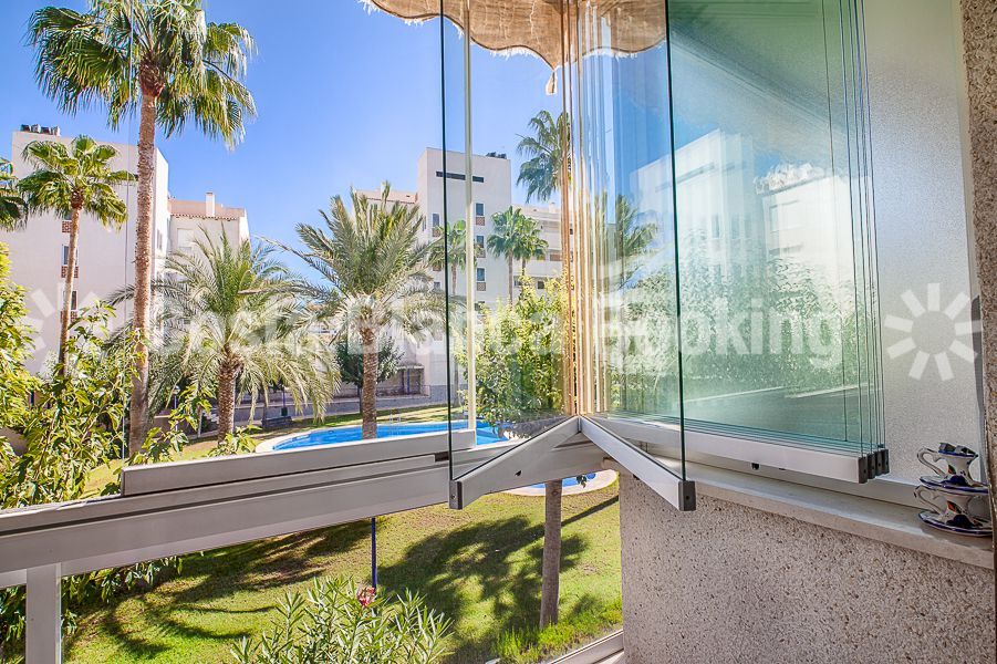 BRIGHT APARTMENT WITH VIEWS TO THE POOL