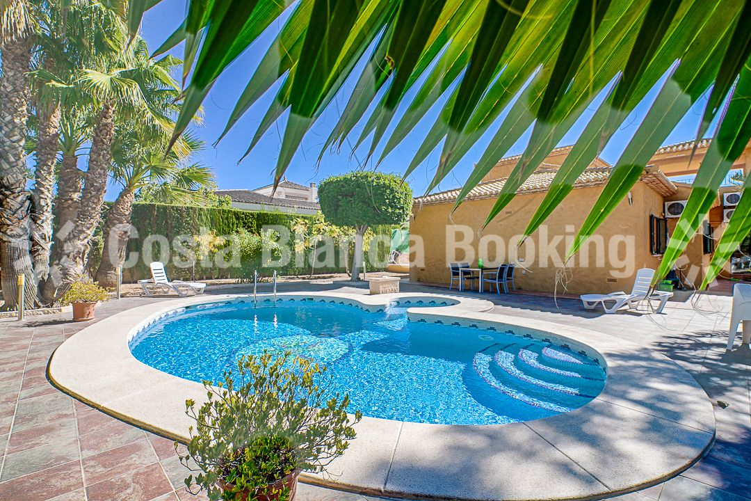 5 BEDROOM VILLA IN ALFAZ DEL PI