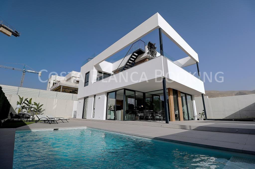 Ny og moderne villa under konstruksjon i Finestrat