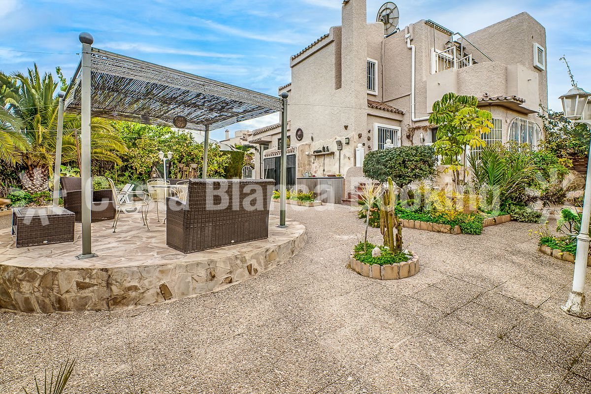 SEMI-DETACHED HOUSE IN A PRIVAT AND QUIET URBANISATION WITH ONLY 24 HOUSES