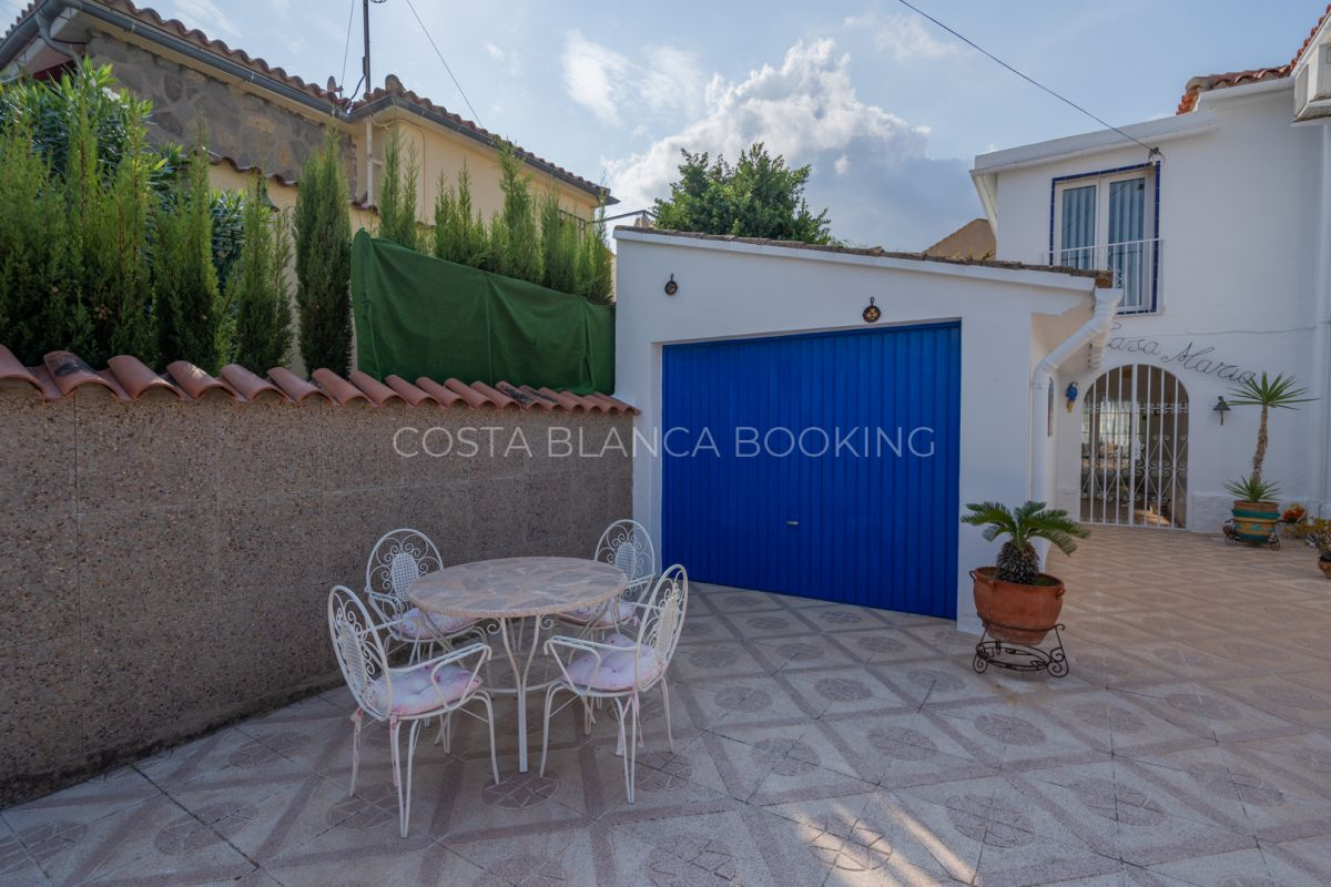 Beautiful and centrally located semi-detached house in Albir.