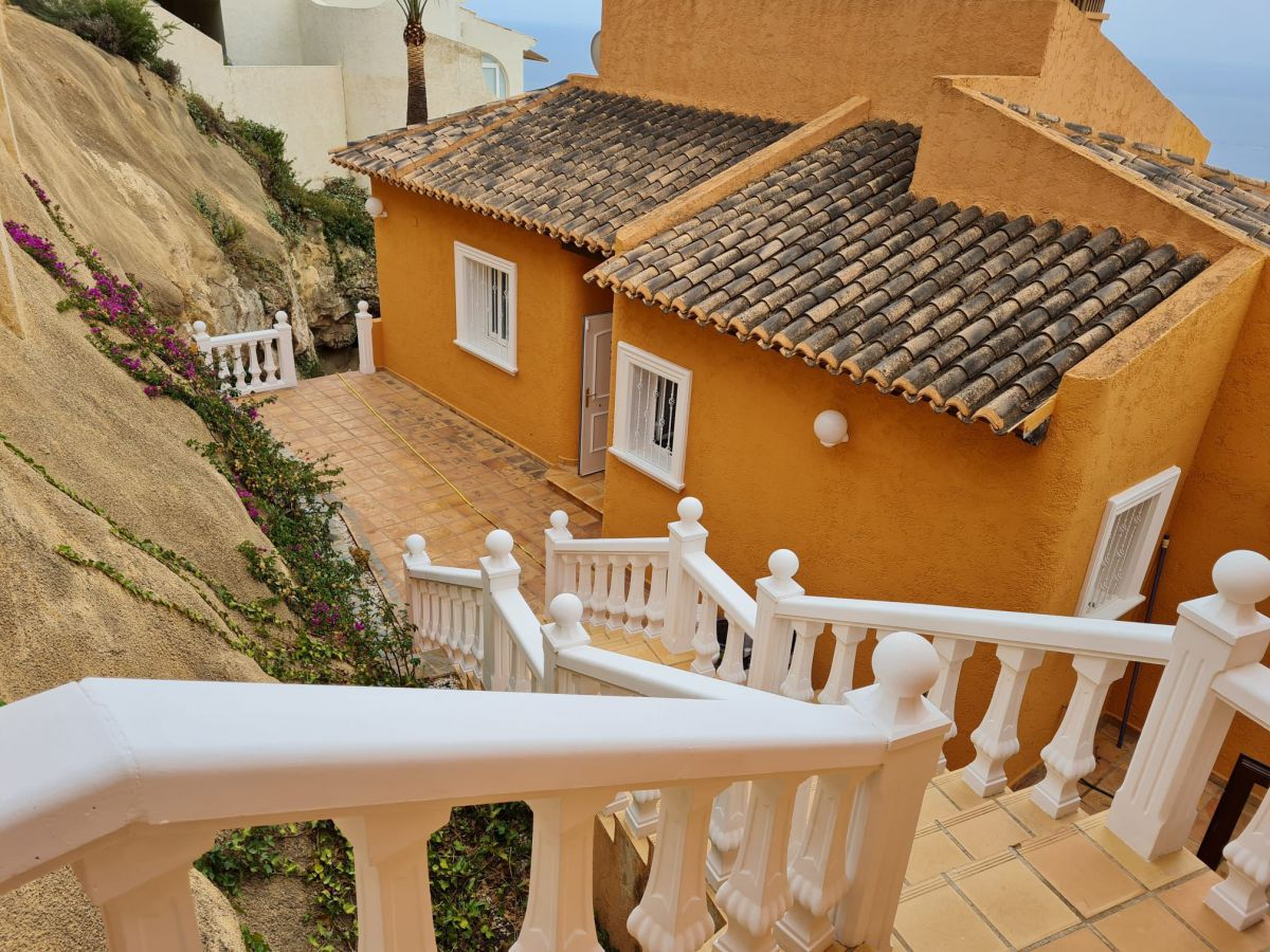 DETACHED HOUSE WITH NICE SEA VIEWS
