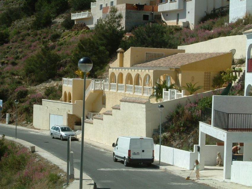 GREAT LOCATION IN CALLOSA D'EN SARRIA, PANORAMIC SEAVIEWS