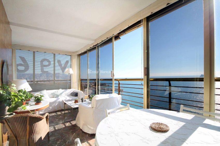 Frontline topfloor apartment in Benidorm with stunning sea views