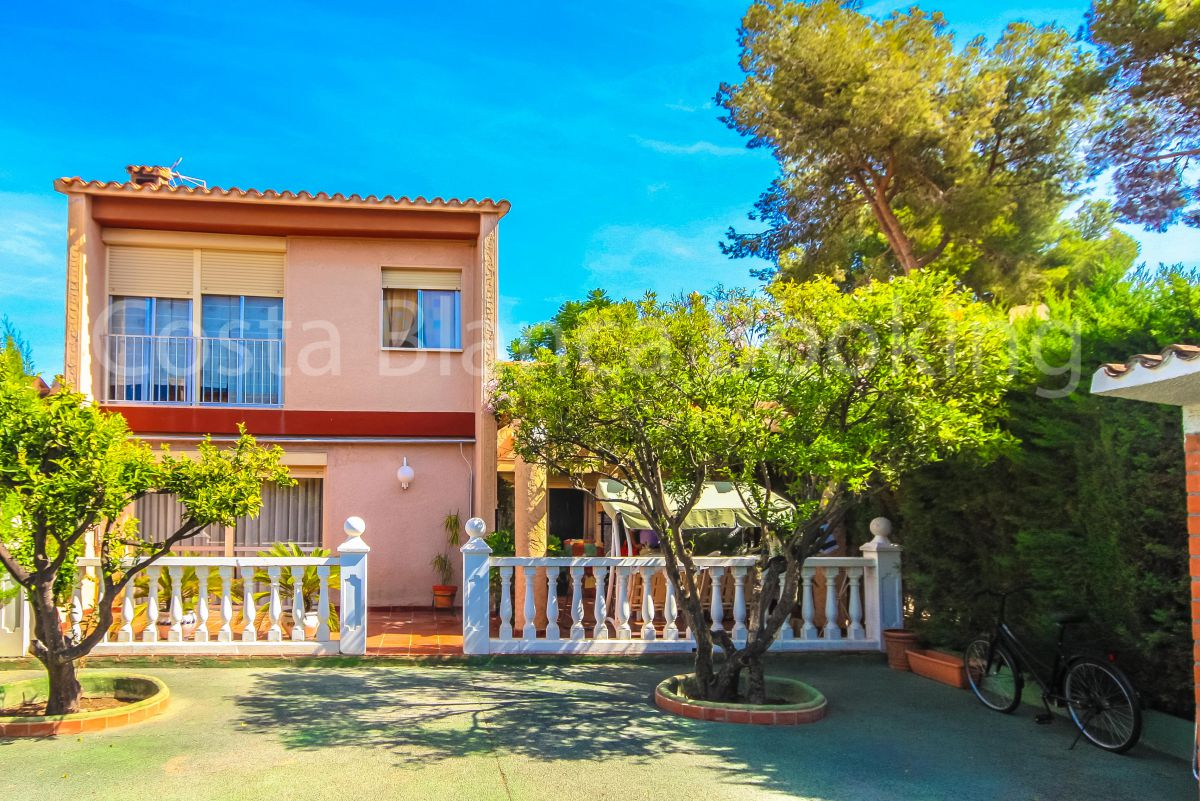IN ONE OF THE BEST AREA OF BENIDORM, CLOSE TO AQUALANDIA AND BENIDORM PALACE.