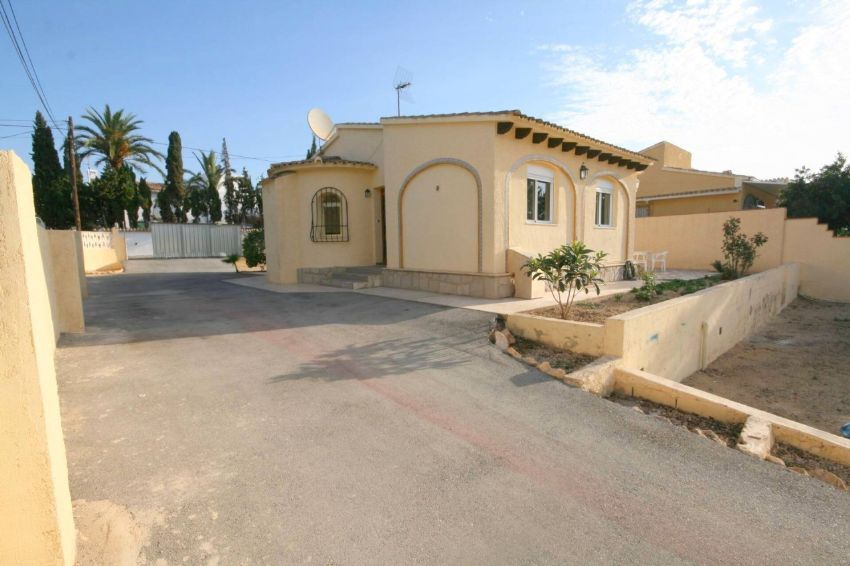 Nice one level villa, located between Alfaz del Pi, La Nucia and Altea