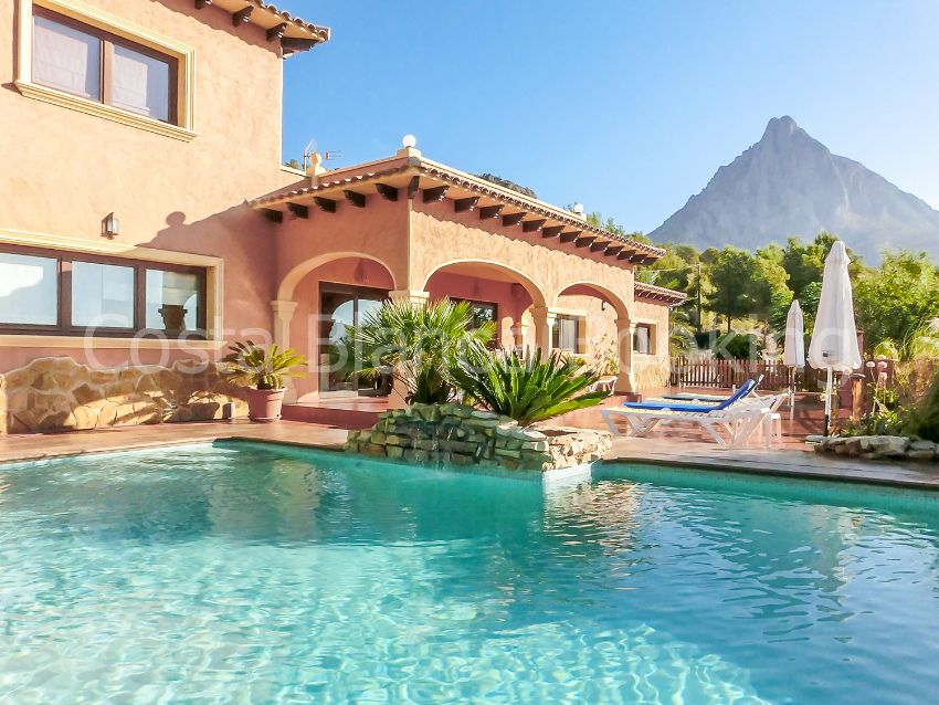 Beautiful one floor villa in a nice quiet area and green of Alfaz del Pi, not far from the coast.