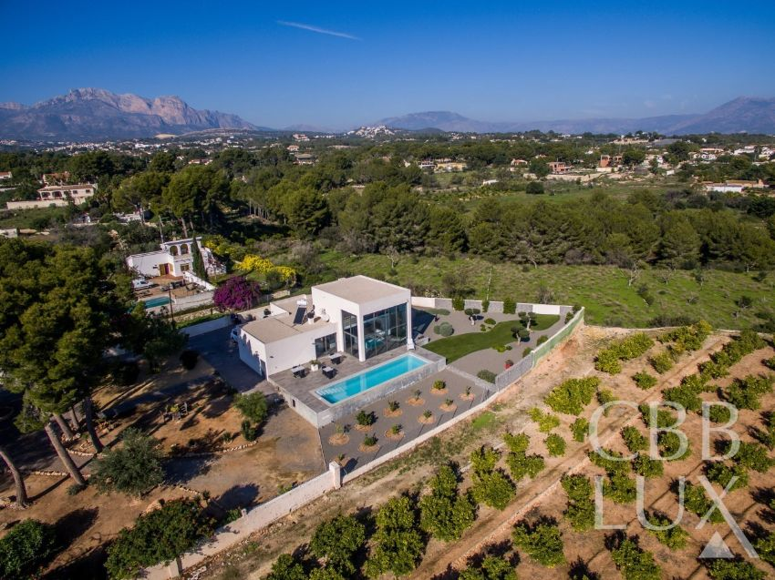 EXCLUSIVE MODERN LUXURIOUS VILLA WITH PRIVATE SWIMMING POOL SITUATED IN A QUIET AREA OF ALFAZ DEL PI.