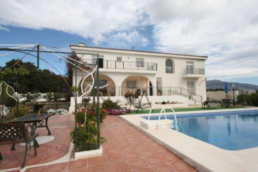 WONDERFULL COUNTRY SIDE RUSTIC VILLA WITH 11.100 SQM PLOT AND FABULOUS SEA AND MOUNTAIN VIEWS
