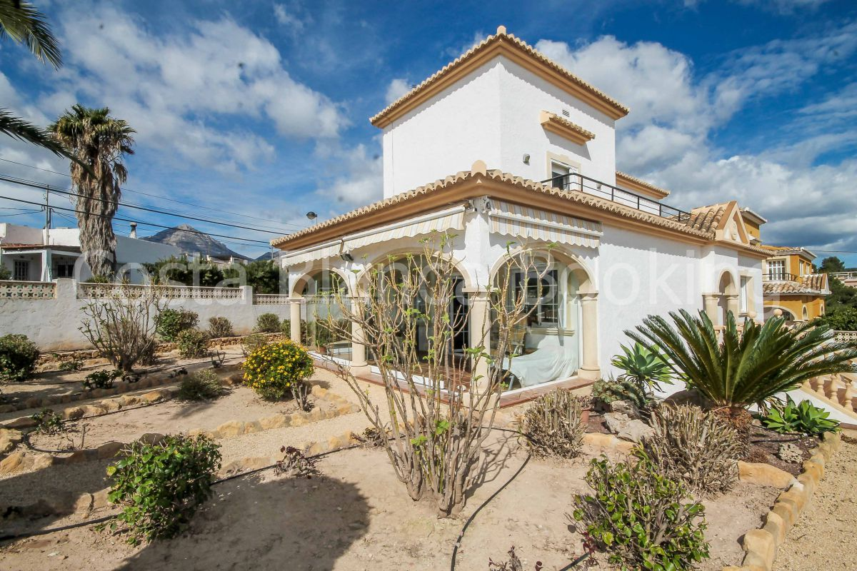 VILLA IN PERFECT CONDITIONS WITH SPACIOUS BEDROOMS CLOSE TO THE NORWEGIAN SCHOOL IN ALFAZ DEL PI