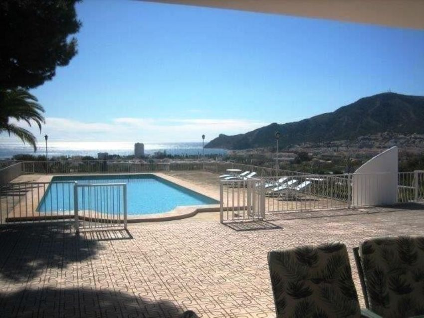 APARTMENT IN THE CENTRE OF ALTEA, CLOSE TO AMENITIES AND TO THE BEACH.