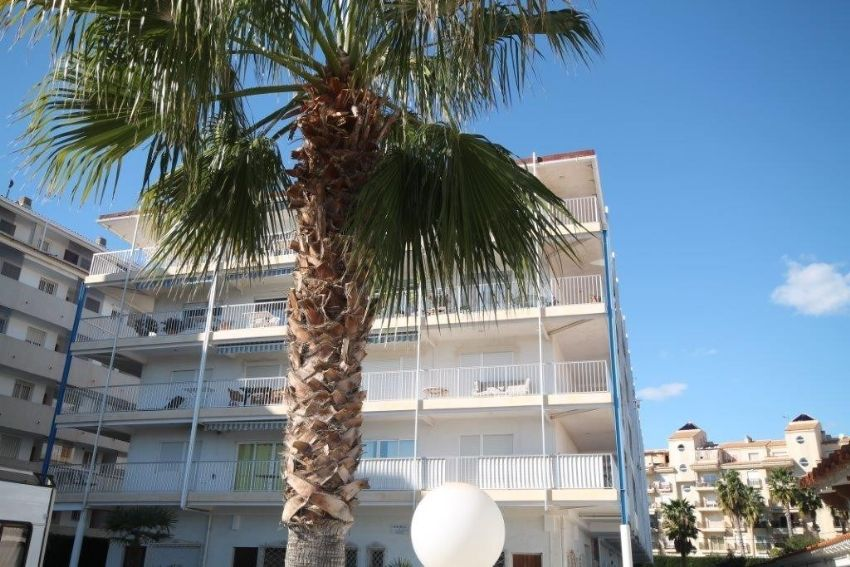 SPACIOUS TOP FLOOR APARTMENT. NEAR THE SEA AND HARBOUR OF ALTEA.