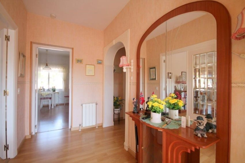 BEAUTIFUL VILLA ON  A LARGE PLOT IN LA NUCIA.