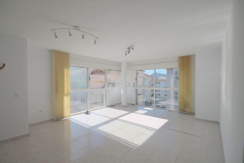 SPACIOUS APARTMENT WITH 3 PARKING SPACES IN THE CENTRE OF ALTEA.