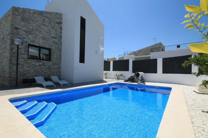 MODERN VILLA WITH SPACIOUS UNDERBUILD AND PRIVATE POOL WITH VIEWS TOWARDS THE SLEEPING LION OF POLOP.