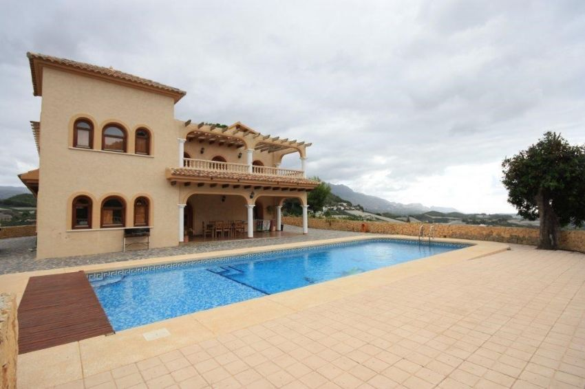 A EXCLUSIVE MANSION WITH A PLOT OF 19.000 M2, IN POLOP