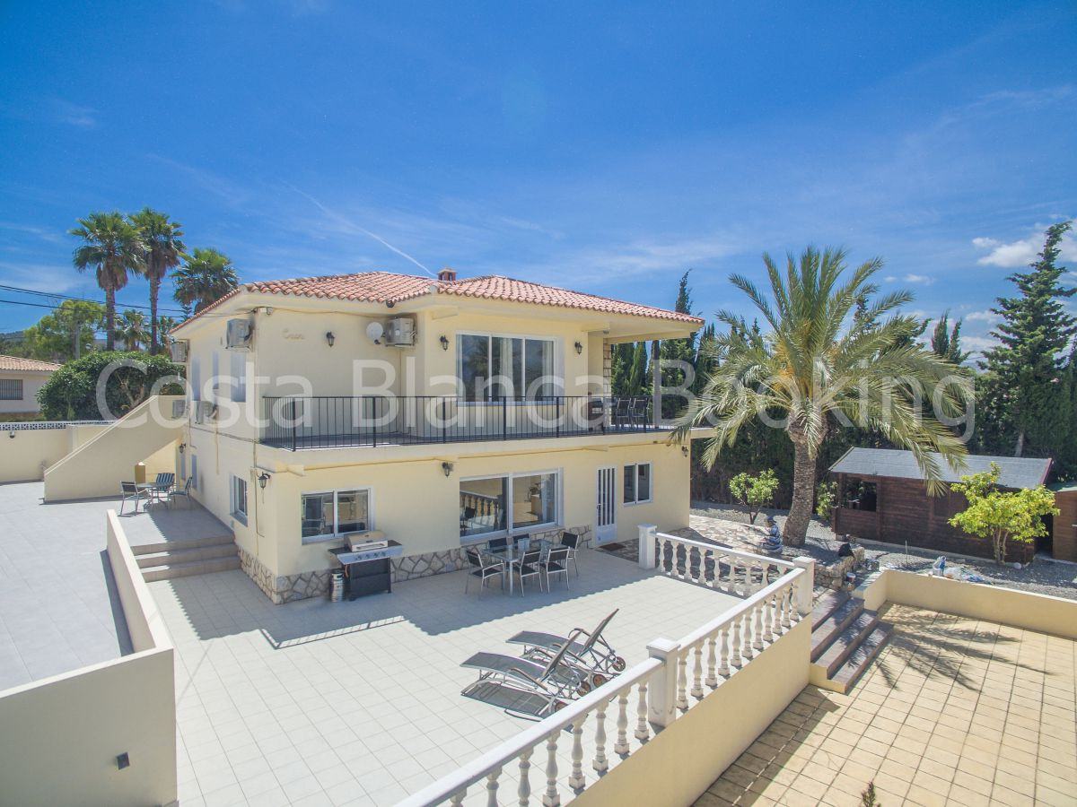 ATTRACTIVE VILLA WITH THREE APARTMENTS