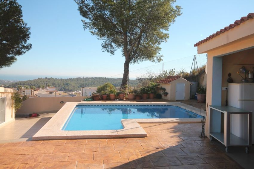 LOVELY AND CHARMING SOUTHFACING VILLA WITH WALKING DISTANCE TO THE CENTER OF ALFAZ DEL PI