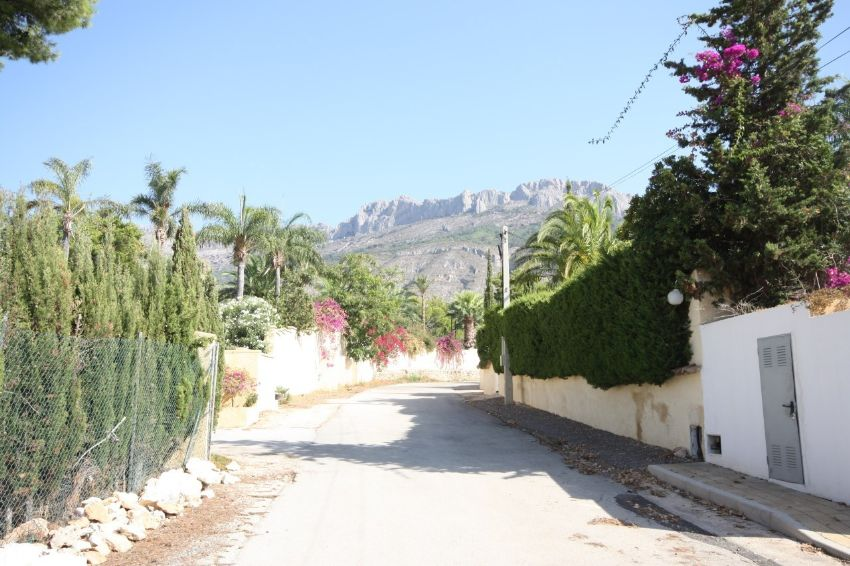 ALMOST FLAT PLOT, SOUTH FACING WITH SEA AND MOUNTAIN VIEWS IN A FANTASTIC RESIDENTIAL AREA OF ALTEA.