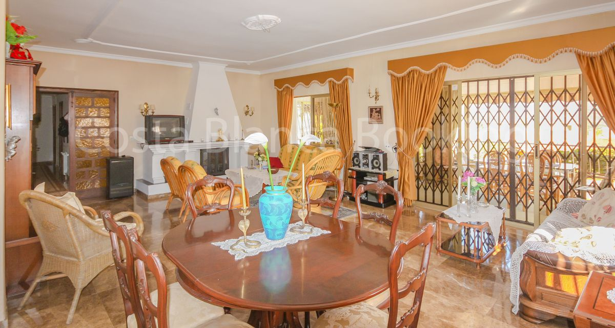 BIG VILLA WITH DOUBLE PLOT IN THE CENTER OF THE VILLAGE