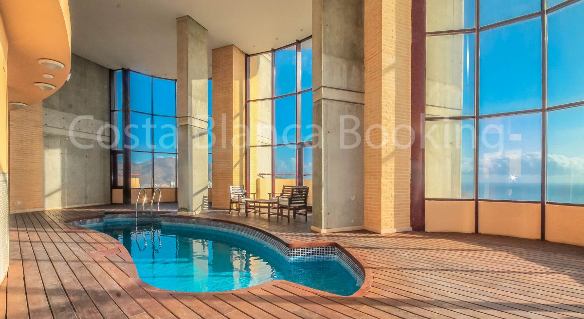 APARTMENT WITH PANORAMIC VIEWS IN ON OF THE MOST EMBLEMATIC BUILDINGS IN BENIDORM