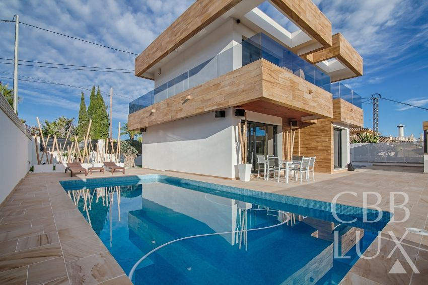 COMPLETELY NEW INDEPENDENT VILLA IN LA NUCIA WITH SEA VIEWS