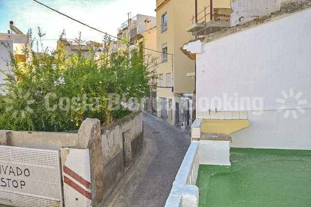 ON A VERY GOOD LOCATION IN THE MIDDLE OF THE OLD TOWN OF FINESTRAT.