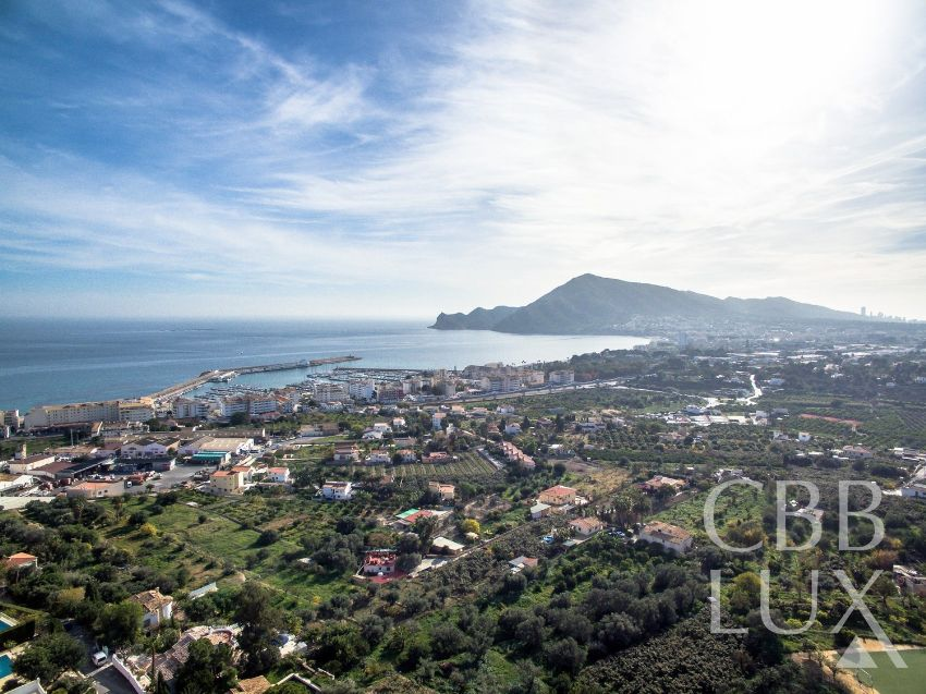 FANTASTIC AND UNIQUE PROPERTY IN PERFECT CONDITIONS AND WITH PANORAMIC VIEWS