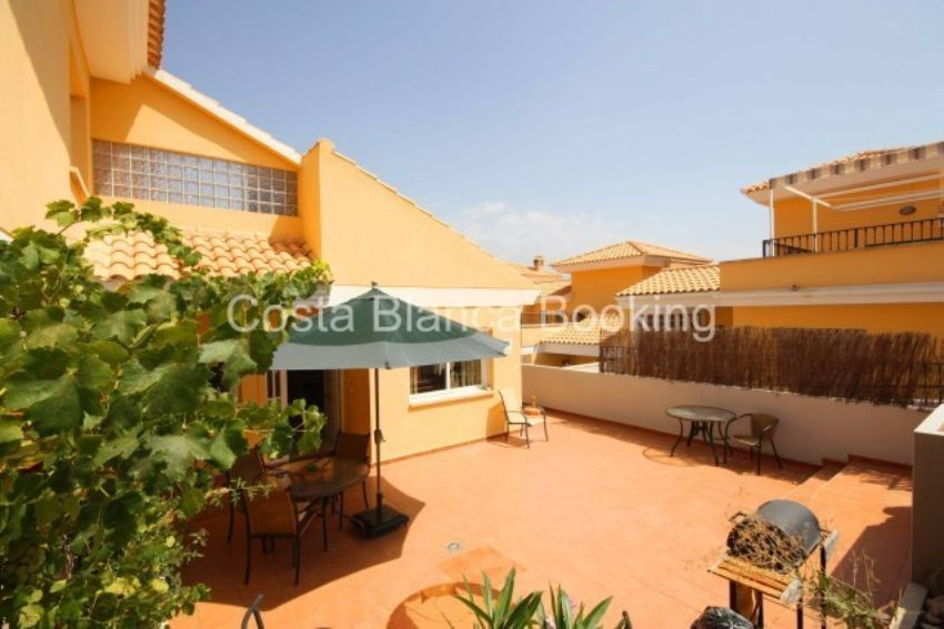 BEAUTIFUL TERRACED HOUSE IN A VERY NICE AREA OF ALFAZ DEL PI AND CLOSE TO THE NORWEGIAN SCHOOL.