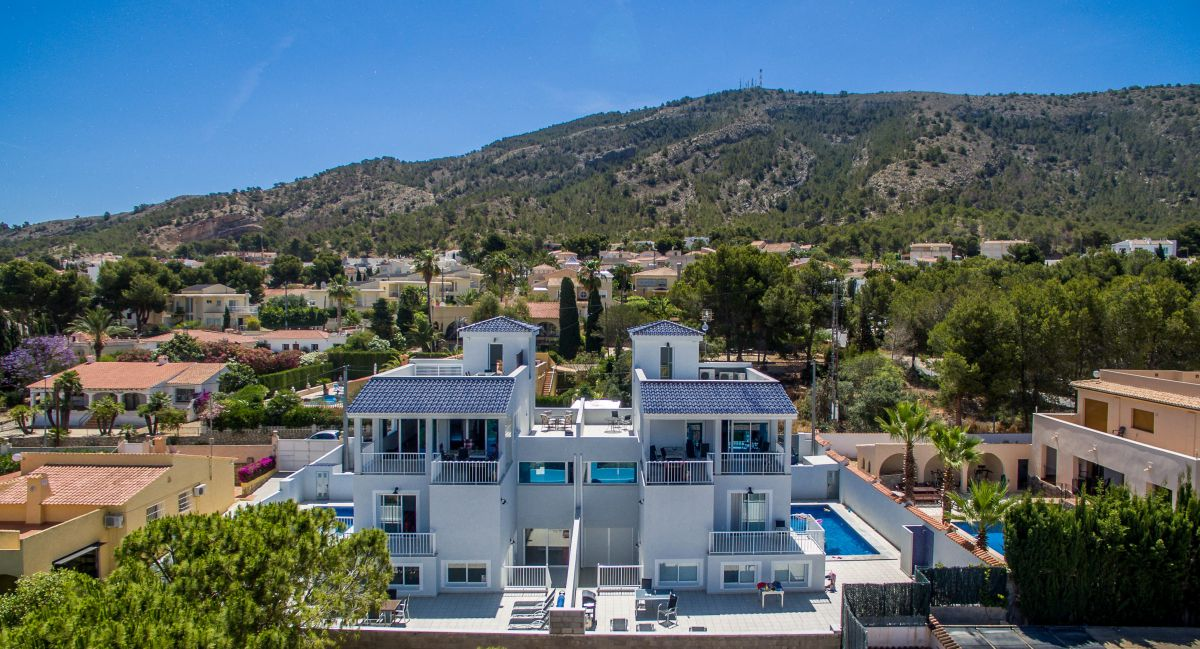 AWESOME LUXURY VILLA IN ALBIR