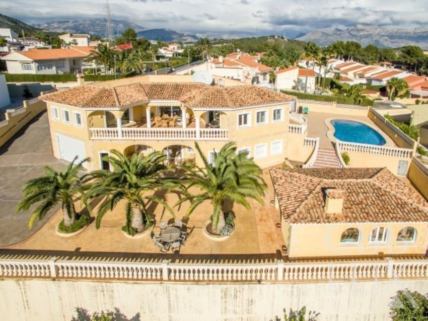BEAUTIFUL VILLA WITH GUEST APARTMENT AND FANTASTIC SEA VIEWS