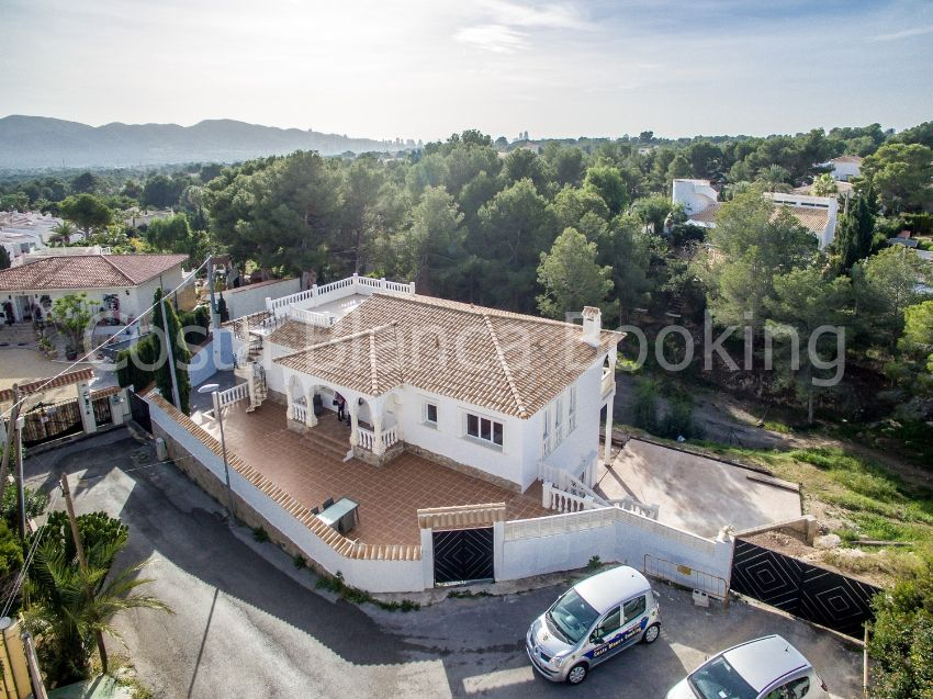 HIGH QUALITY VILLA IN A QUIET AREA.