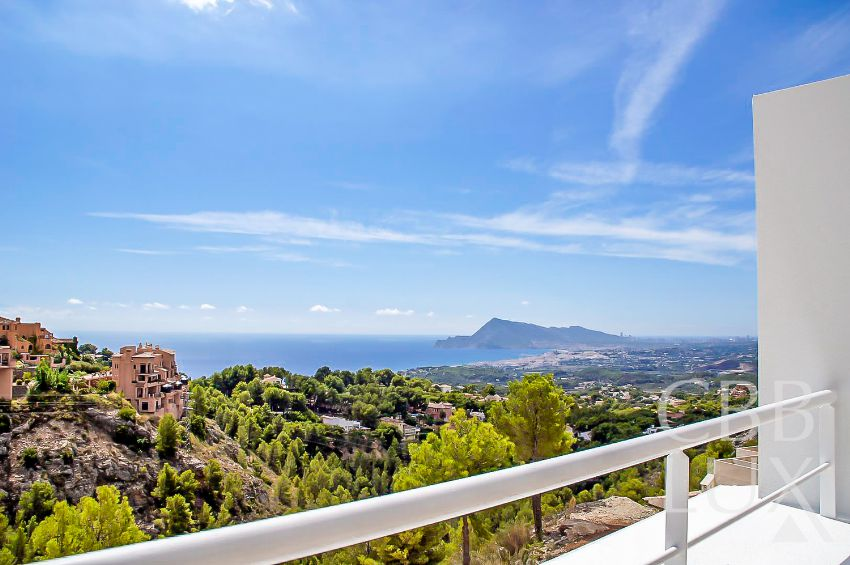 MODERN NEWLY BUILT VILLAS WITH SPECTACULAR VIEWS OVER THE BAY OF ALTEA.