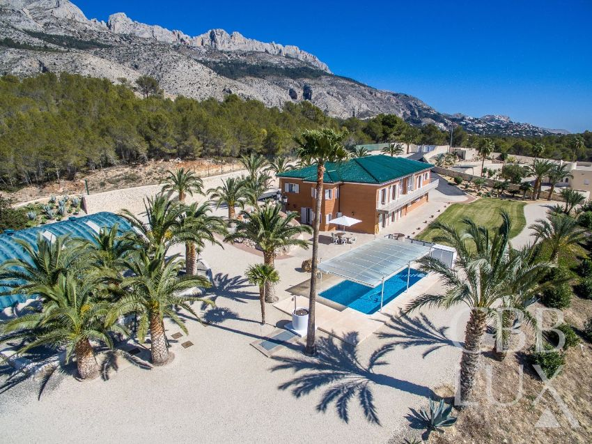 INCREDIBLE PROPERTY SITUATED IN THE SIERRA DE ALTEA WITH MAGNIFICENT VIEWS