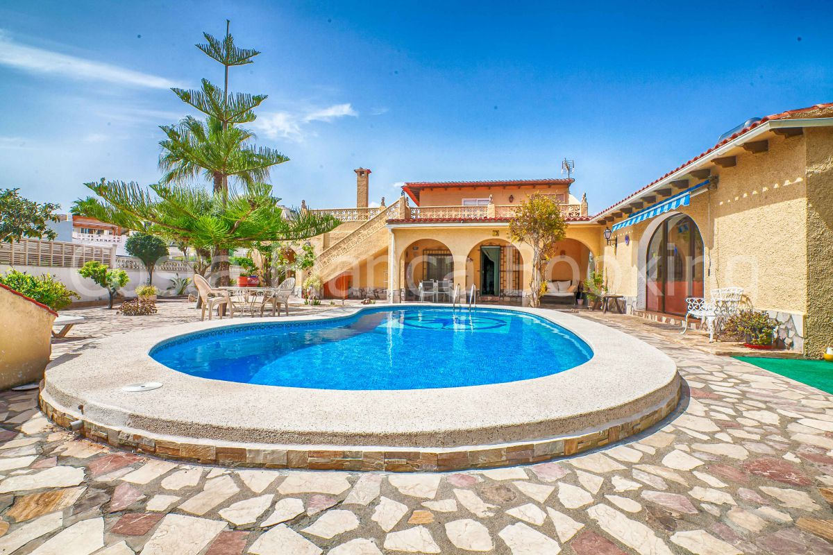 CHARMING APARTMENT WITH LARGE TERRACE AND POOL