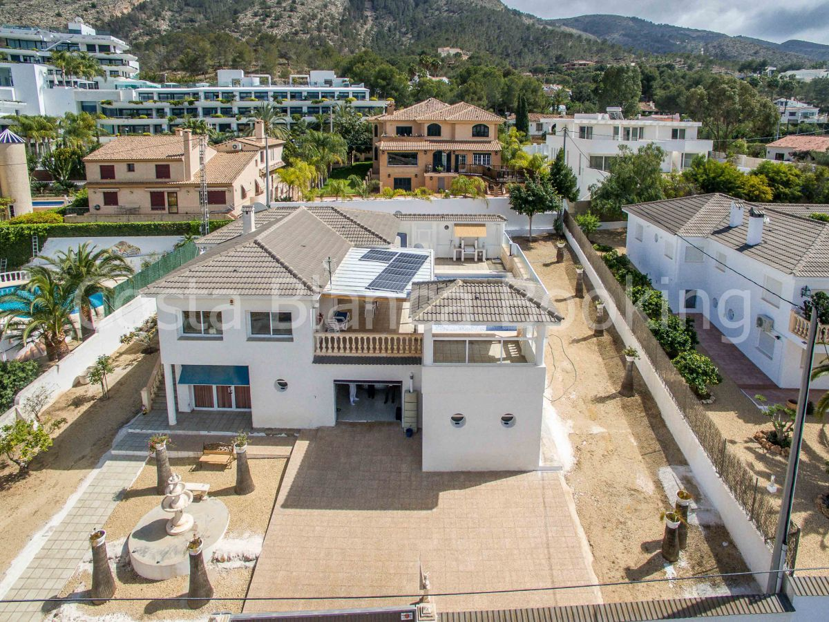 GREAT VILLA IN ALBIR WITH VIEWS